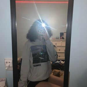 Tops - ice cube sweatshirt